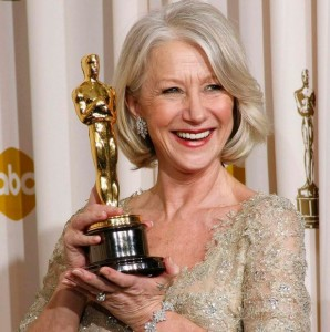 Helen-Mirren-poses-with-her-Oscar-for-Best-Actress-for-her-work-in-The-Queen